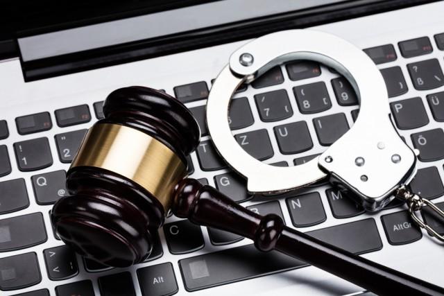 مركز حقوق يحذر البرلمان من المضي بتمرير قانون جرائم المعلوماتية ويطالب رئيس الجمهورية للتدخل