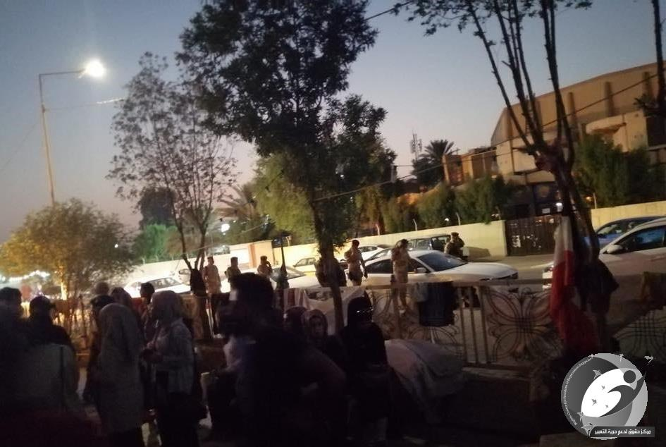 Rights Center condemns the detention of 130 engineers sit in front of the Engineers Association in Baghdad